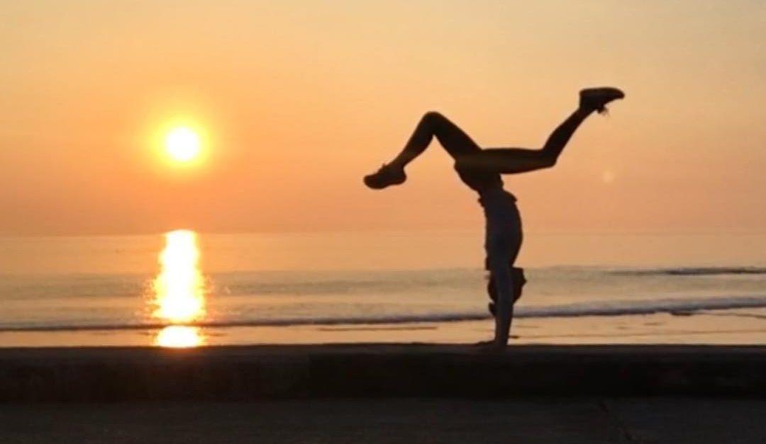 Yoga ninja handstand